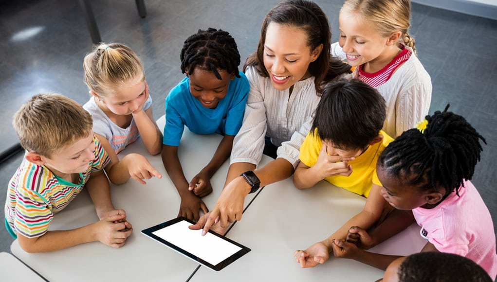Teacher-using-app-on-a-tablet-with-students-feature-image